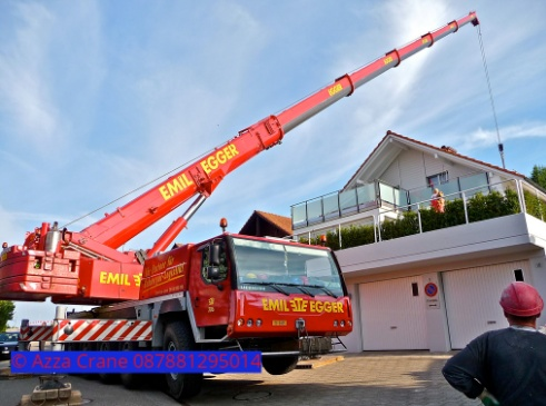 Sewa mobil Crane terbaik di Karyabuana 087881295014