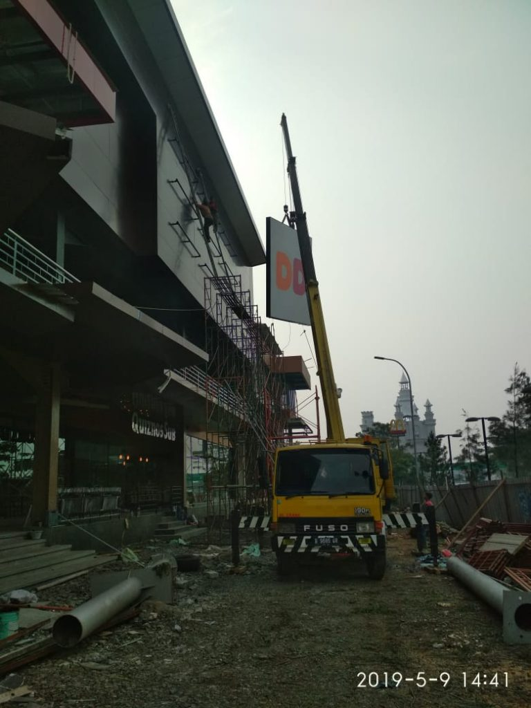 Sewa Mobil Crane di Beji
