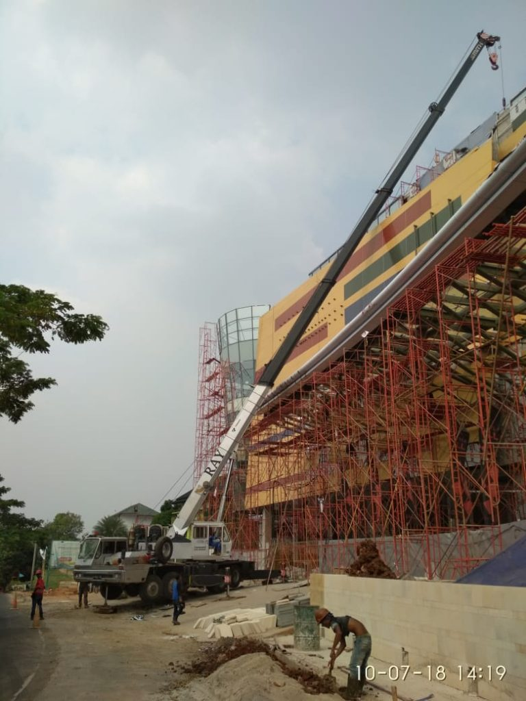 Sewa Mobil Crane di Cilodong