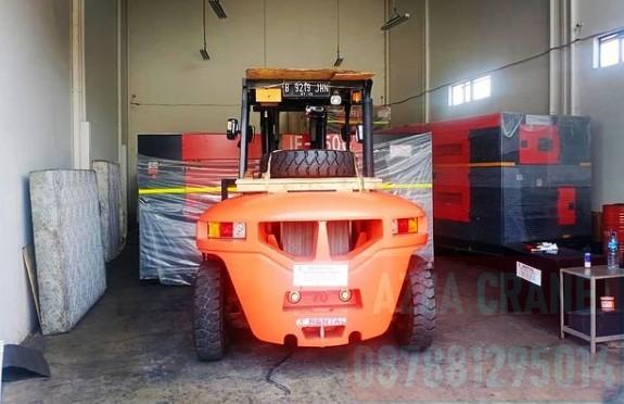 Sewa Forklift di Pasar Baru