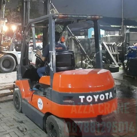 Sewa Forklift di Halim Perdanakusuma