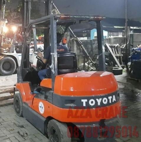 Sewa Forklift di Semper Timur
